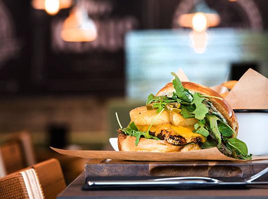 Herr-Klaus-Das-Restaurant-Chicks-Burger
